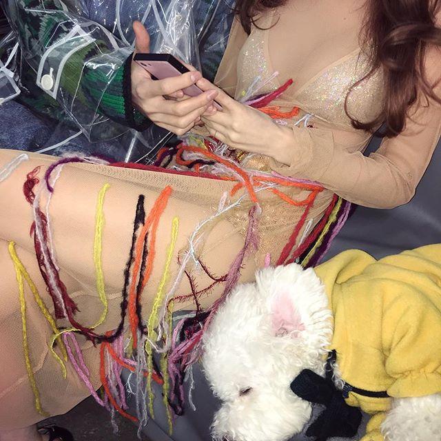 新浪娱乐讯 韩国女艺人泫雅近日在社交网站发布了一张她身穿裸色透视装的照片,大秀性感火爆的身材而吸引了人们的目光,此外她还发布了一段身穿豹纹短裙即兴跳舞的视频。吕东垠/文 版权所有Mydaily禁止转载