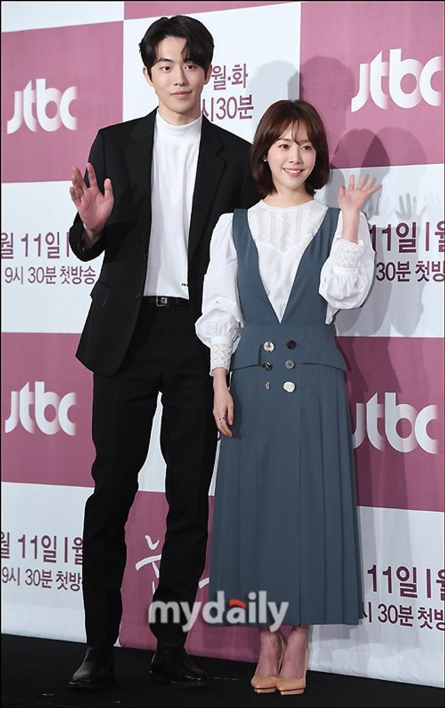 新浪娱乐讯 2月11日下午,南柱赫,韩志旼等韩国艺人在首尔某酒店出席了JTBC周一周二剧《耀眼》的发布会。吕东垠/文 版权所有Mydaily禁止转载