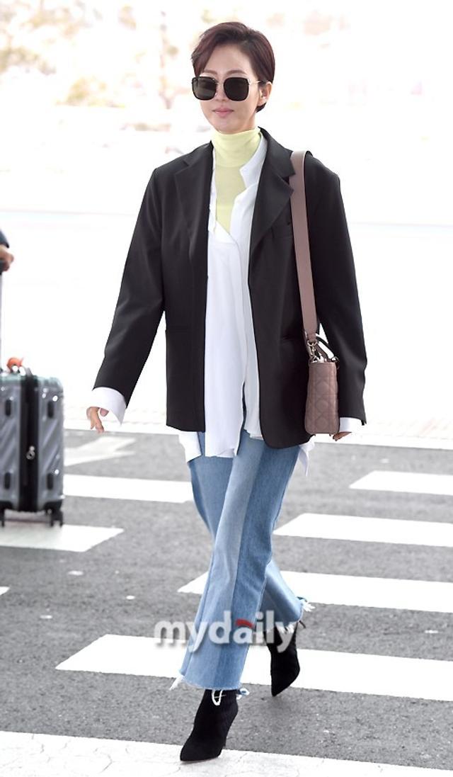新浪娱乐讯 2月10日下午,廉晶雅、吴娜拉等因《天空之城》的热播而获得休假奖励的韩国艺人们从仁川机场启程飞往了普吉岛。吕东垠/文 版权所有Mydaily禁止转载