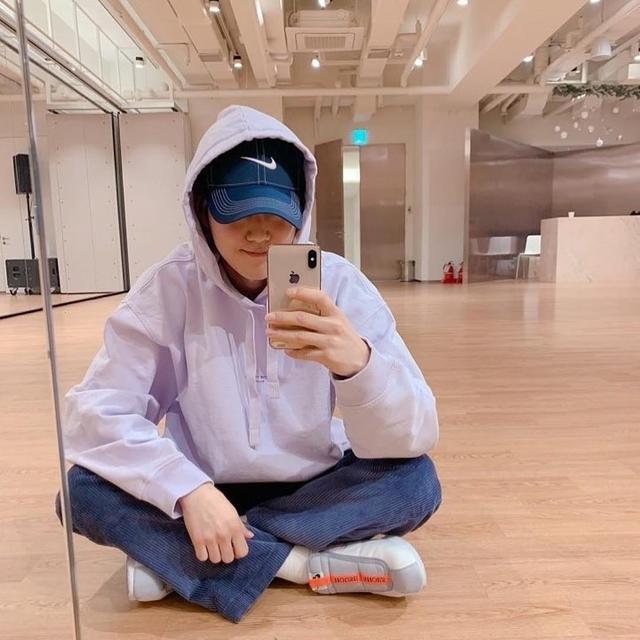 新浪娱乐讯 韩国男团EXO成员SUHO本月5日首次在某SNS网站开通账户,今天他在该网站发布了一张拍摄于训练室的自拍照,吸引了众多粉丝的目光。吕东垠/文 版权所有Mydaily禁止转载