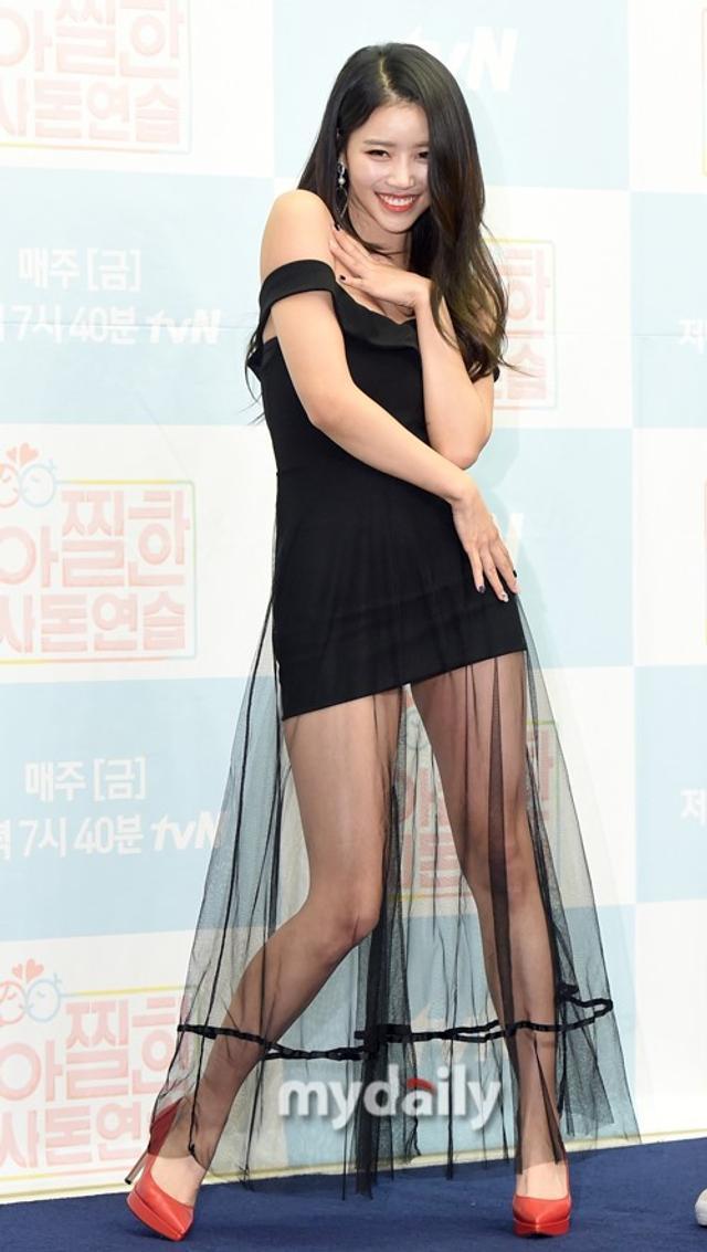 新浪娱乐讯 10月12日上午,李美珠,权赫洙等艺人在首尔某酒店出席了tvN真人秀的发布会。吕东垠/文 版权所有Mydaily禁止转载