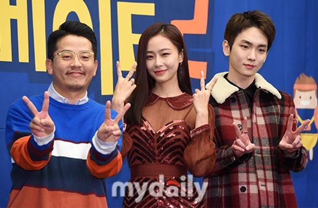 新浪娱乐讯 12月6日下午,金俊浩、Key、洪秀贤等艺人在首尔某酒店出席了tvN电视台《首尔mate》节目第二季的发布会。吕东垠/文 版权所有Mydaily禁止转载
