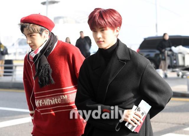 新浪娱乐讯 1月11日下午,韩国男团PENTAGON为了在国外的工作行程,从仁川机场启程飞往了日本。吕东垠/文 版权所有Mydaily禁止转载