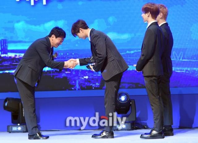 新浪娱乐讯 6月14日上午,韩国男团SHINee在仁川出席了KOREA MICE EXPO 2018产业展示博览会的开幕式并被委任为了本届博览会的形象宣传大使。吕东垠/文 版权所有Mydaily禁止转载