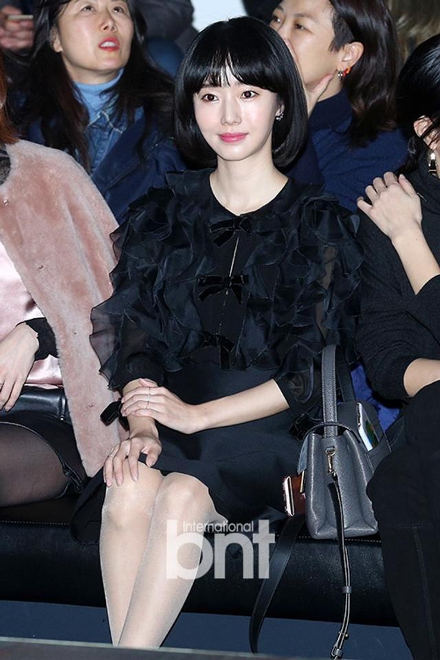新浪娱乐讯 11日晚,韩国演员李贞贤等出席了在首尔江南区清潭洞举行的某品牌活动。bnt新闻/供稿 王容/文 白秀砚/图