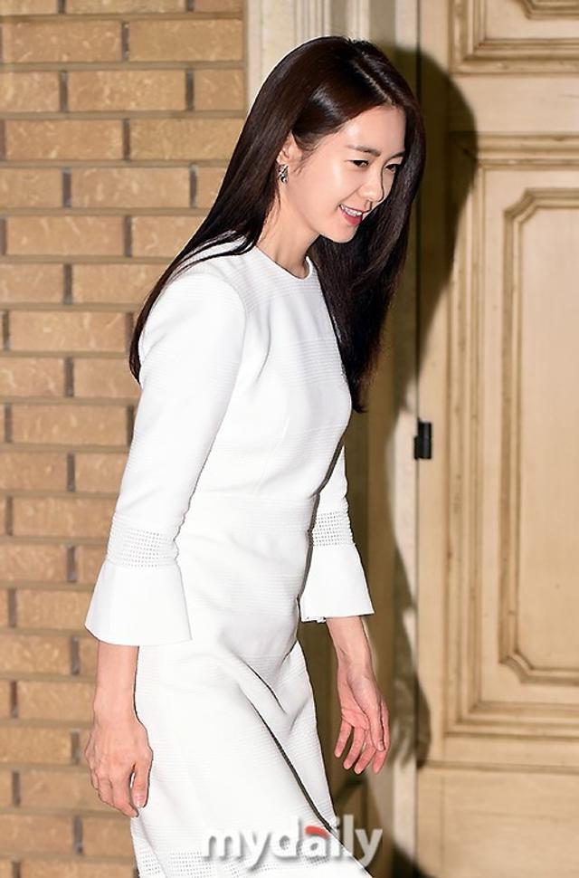 新浪娱乐讯 3月13日下午,韩国女艺人李枖原在首尔出席了代言品牌举行的宣传活动。吕东垠/文 版权所有Mydaily禁止转载