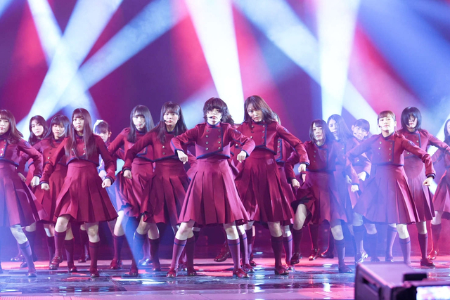 欅坂46穿红衣装登台红白彩排 新浪图片