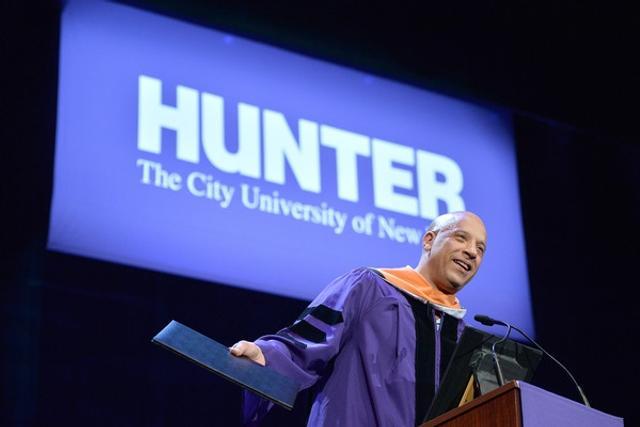 范迪塞尔退学30年后获荣誉博士:现在不止帅而已