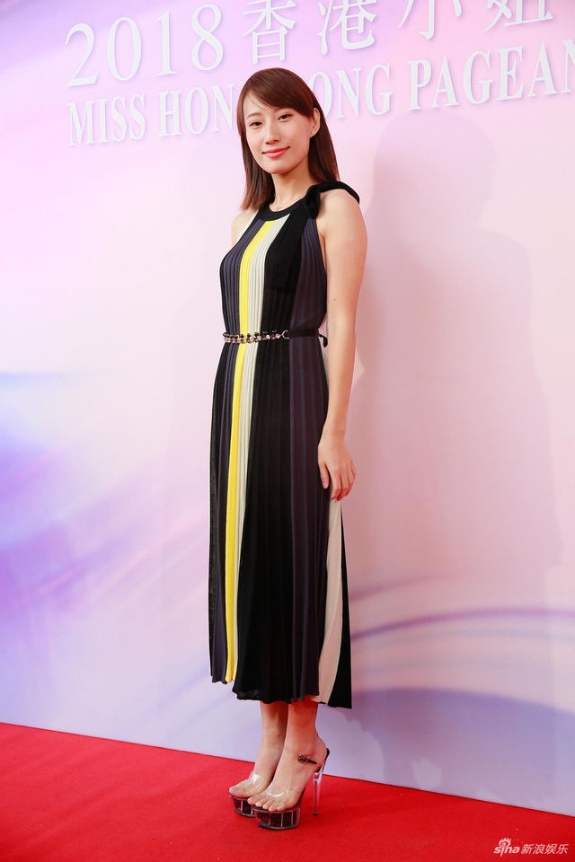 新浪娱乐讯 7月11日,2018香港小姐竞选进行复选,众佳丽亮相,主打清纯路线。TUNGSTAR/文并图