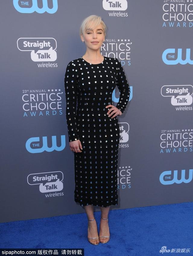 新浪娱乐讯 日前,第23届美国评论家选择奖 (Critics'Choice Awards) 颁奖礼活动举行。《权利的游戏》女星艾米莉亚·克拉克(Emilia Clarke)穿黑裙亮相。SIPA/图