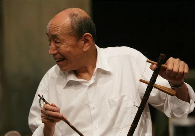 新浪娱乐讯 9月15日,北京人艺表演艺术家、影视、话剧演员朱旭去世,享年88岁。9月6日,朱旭还出席了导演艺术家和戏剧教育家苏民的追悼会。朱旭曾出演过电影《变脸》、《洗澡》、《刮痧》等众多文化意蕴深厚的影片。