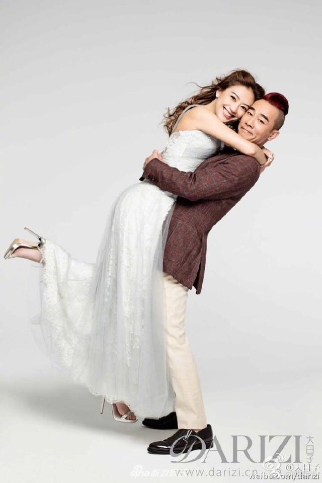 新浪娱乐讯 11月13日是应采儿陈小春结婚7周年纪念日。应采儿在微博上晒出一组与老公的恩爱写真,照片中身穿婚纱,被陈小春一把抱起,甜到爆炸。