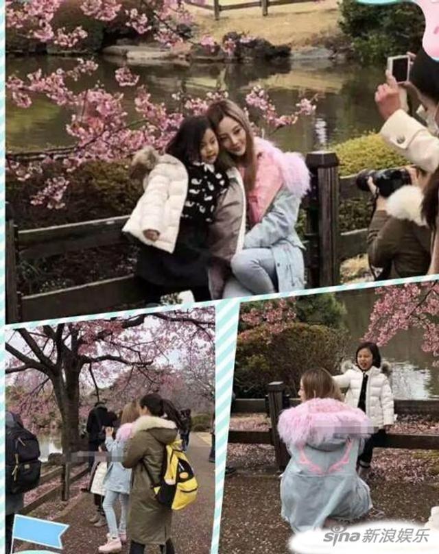 新浪娱乐讯 近日,李小璐带着女儿甜馨在日本旅行,一路上不断被网友偶遇。3月12日,李小璐结束日本之行回国,有网友和她们是同一航班,并拍下她们在飞机上的照片,照片中李小璐戴着帽子扎着一头黄发,身上的红色外套格外抢镜,而小甜馨只顾着玩手机,目测个头又长高了。