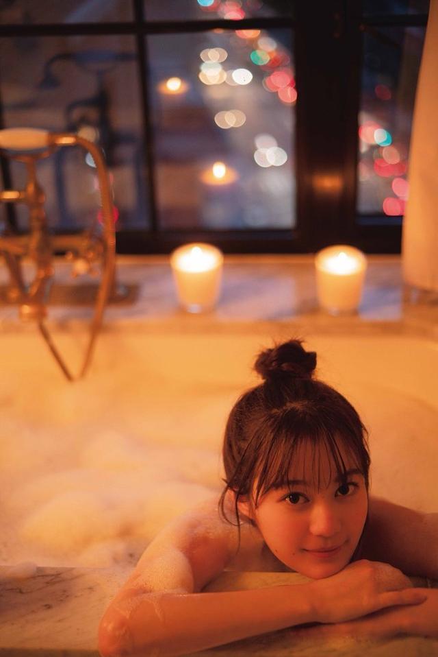 新浪娱乐讯 乃木坂46成员生田绘梨花发布在纽约的照片,身穿红裙在音乐剧场门前超开心。