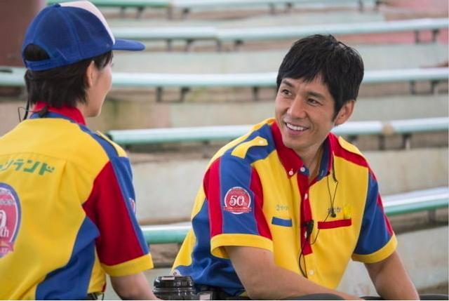 新浪娱乐讯 西岛秀俊与波瑠出演电影《仙踪乐园》公开了一组西岛秀俊的剧照,照片中他笑容爽朗,英俊帅气。