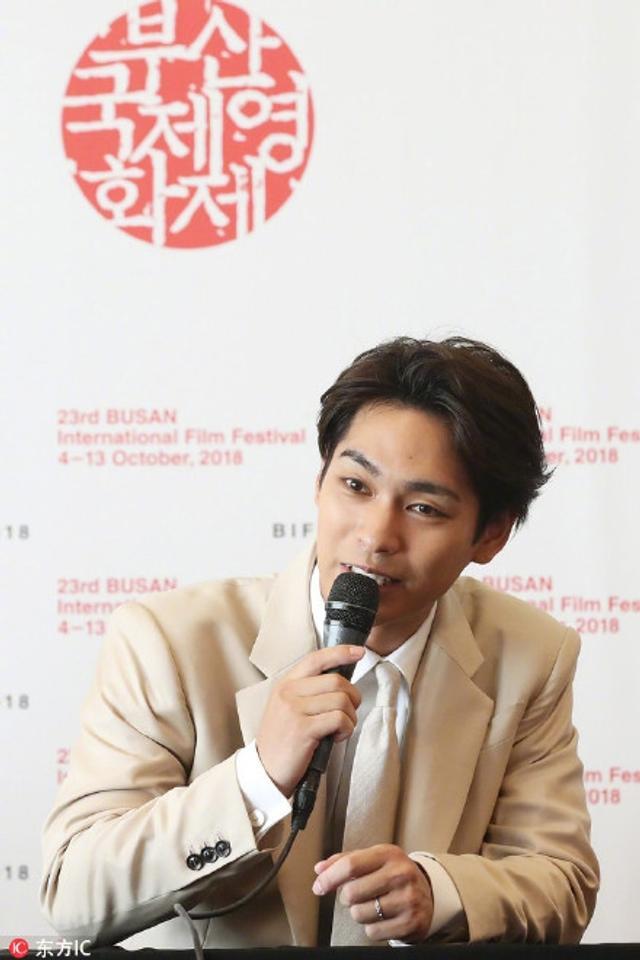 新浪娱乐讯 柳乐优弥日前赴釜山国际电影节,为新电影《黎明》进行宣传。