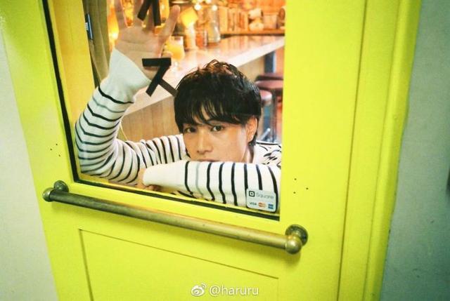 新浪娱乐讯 铃木伸之日前登上《VOGUE GIRL》11月号,演绎男友特辑。