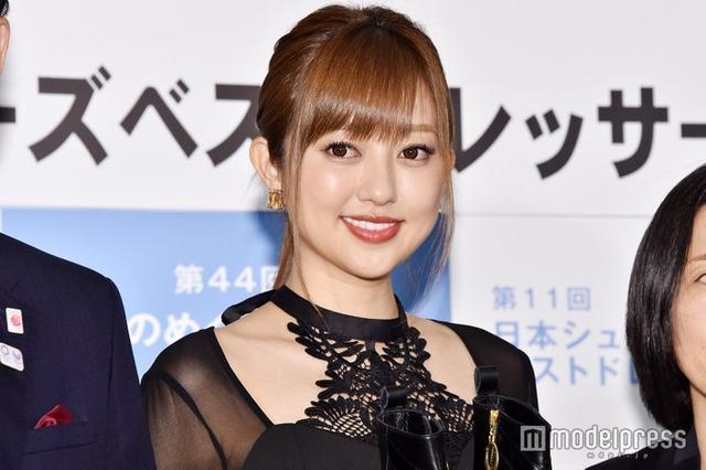 新浪娱乐讯 菊地亚美今日出席最适合穿鞋的名人的活动,称想做瘦下来很好看的人。