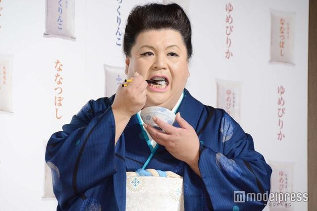 新浪娱乐讯 日本主持人松子今日在东京身穿和服出席活动,吃相令人食指大动。