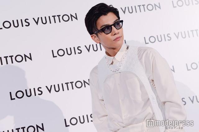 新浪娱乐讯 男星岩田刚典出席品牌活动,贴心提醒记者小心感冒。
