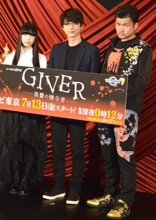 新浪娱乐讯 日本人气演员吉沢亮于12日出席东京电视台连续剧《电视剧24<GIVER 复仇的赠与者>》的会见。参加会见的还有森川葵和小林勇贵导演