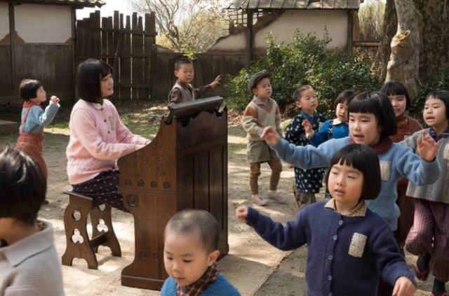 新浪娱乐讯 电影《那一天的管风琴》发布剧照,可以看出场景还原十分真实。