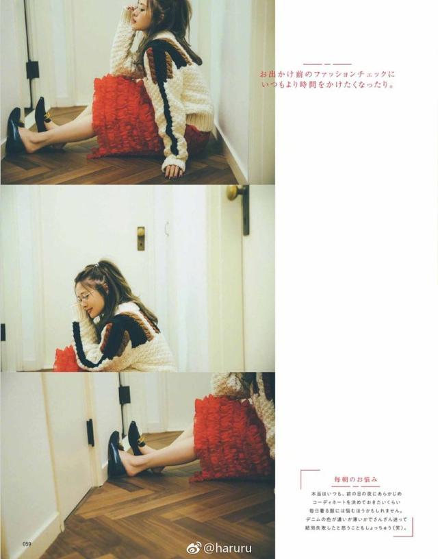 新浪娱乐讯 白石麻衣日前拍摄杂志《MORE》11月号封面,秋款衣装衬托可爱感。