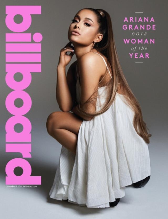 新浪娱乐讯 近日,A妹Ariana Grande登上《Billboard》年度女性刊封面及写真美图大赏,她也获封今年的Billboard年度女性。美图中,A妹高梳马尾,穿深V礼服、抹胸礼服大秀香肩美胸,自信迷人。