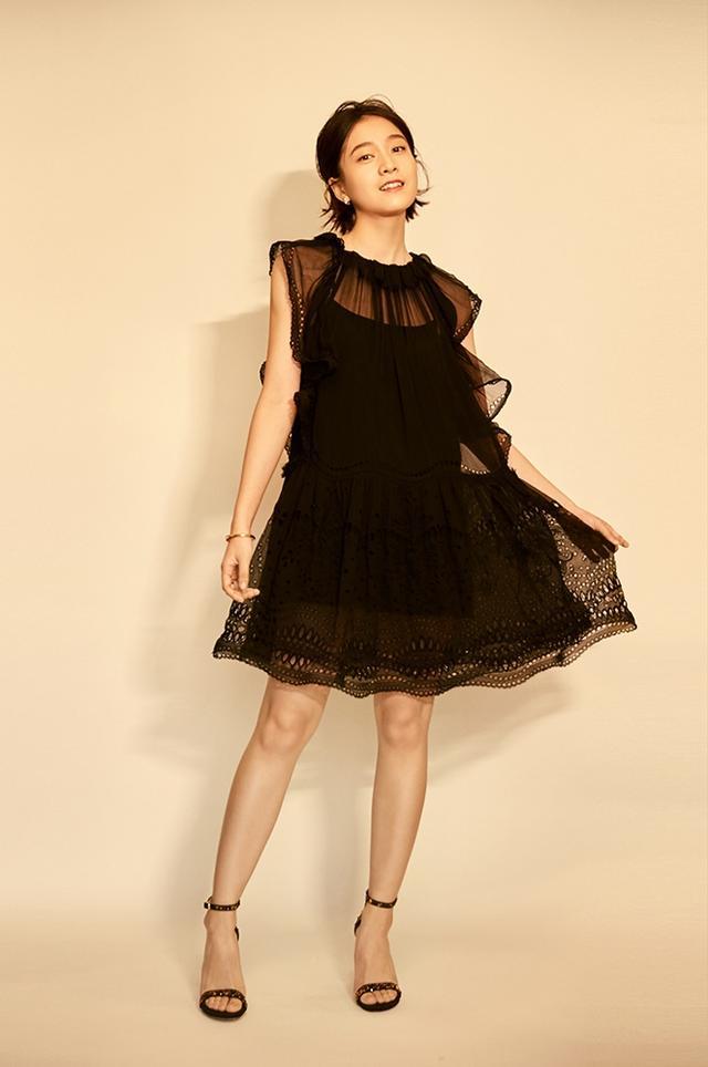 张雪迎黑裙LOOK亮相活动