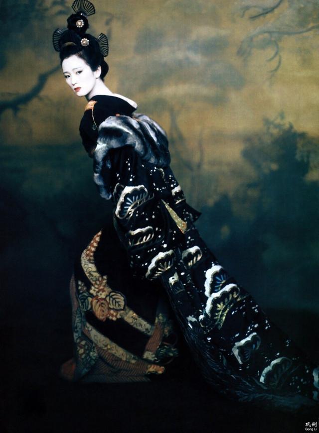 新浪娱乐讯 3与14日,Angelababy登上美国版Vogue封面,成为首位登上美版《Vogue》封面的中国女演员。今日有网友整理了中国曾经登上美版VOGUE内页的中国女明星,分别有巩俐、章子怡、陈冲、李冰冰等,一起来看看吧!