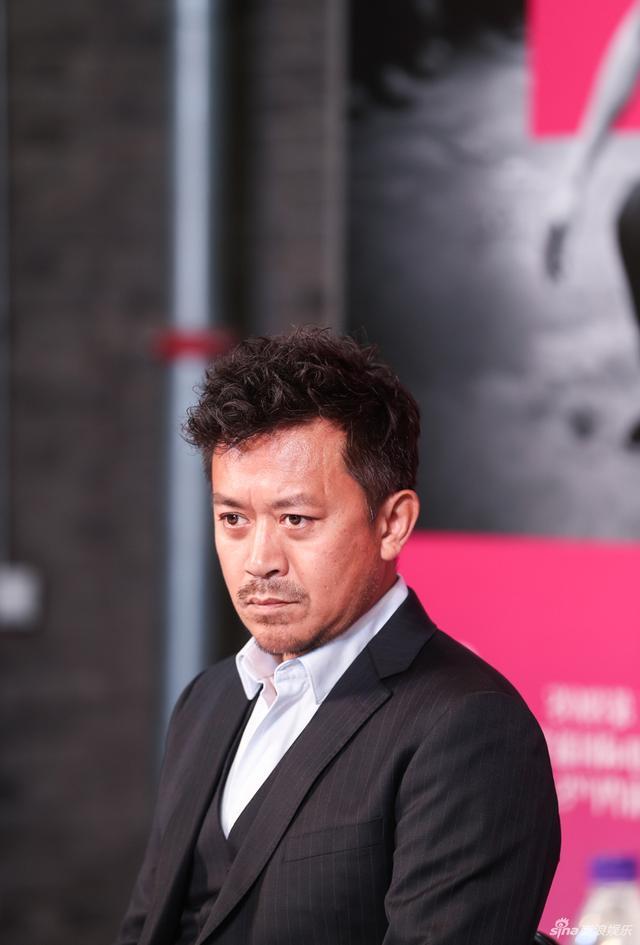 新浪娱乐讯 10月12日,导演章明、主演王学兵、刘丹带着《冥王星时刻》来到第二届平遥国际电影展。本片曾入围戛纳电影节导演双周单元。(宫德辉/摄影)