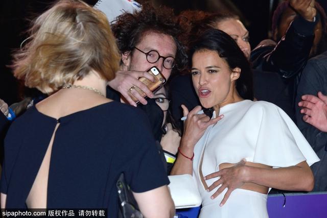 新浪娱乐讯 当地时间2018年10月10日,伦敦,第62届伦敦电影节开幕,开幕影片《寡妇特工》(Widows)首映礼举行。主演维奥拉·戴维斯、米歇尔·罗德里格兹出席。SIPA/图