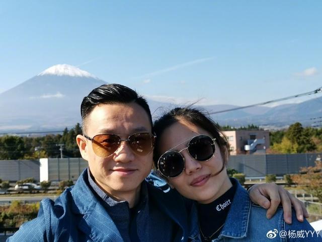 杨威晒照庆祝结婚十周年 与妻子杨云重温蜜月难掩幸福