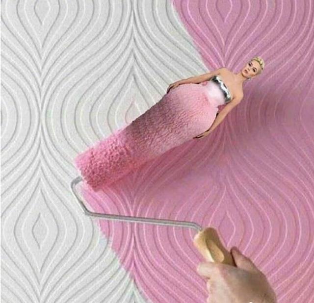"""新浪娱乐讯 """"水果姐""""凯蒂·佩里(Katy Perry)日前在格莱美奖红毯上的造型引发网友热议。当日水果姐身穿粉色抹胸蛋糕裙,造型十分奇特。脑洞大开的网友们随后开始了新一轮的P图大赛,从花瓶、蛋糕再到星巴克、牛油果乳液等等,花式恶搞趣味十足,画风清奇。"""