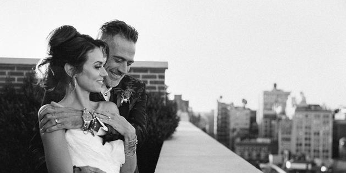 《行尸走肉》尼根結婚 嬌妻小16歲婚紗照美艷