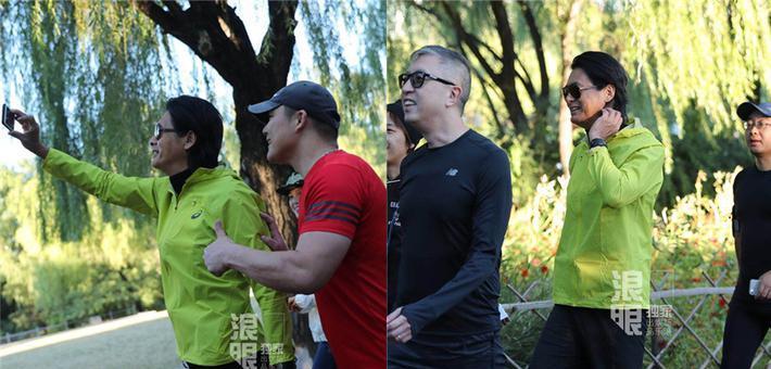 周润发北京公园晨跑身姿矫健