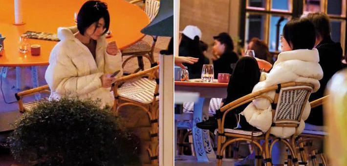 王菲与好友聚餐开心热聊坐姿不拘小节