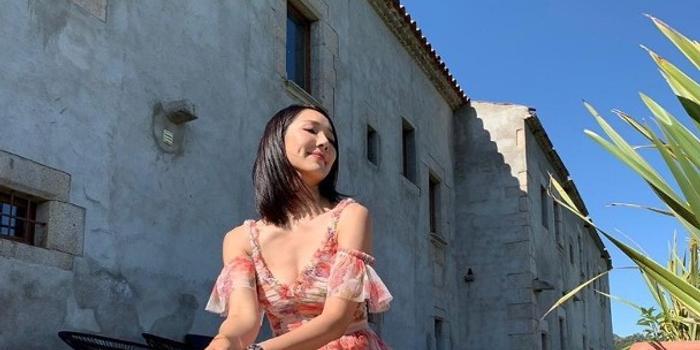 王祖藍李亞男夫妻出國旅行 參加婚禮曬甜蜜照片