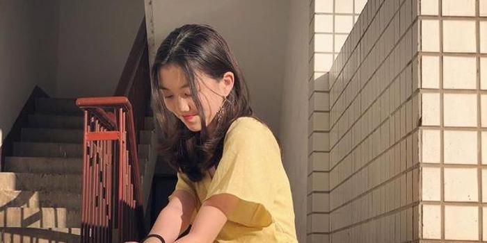 13歲李嫣超會打扮不輸媽媽 長發紅唇散發女人味