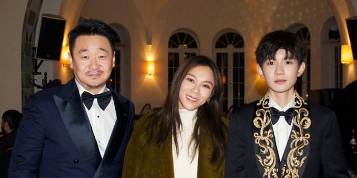 蔡健雅曬與王源王景春合影 男帥女靚畫面很養眼