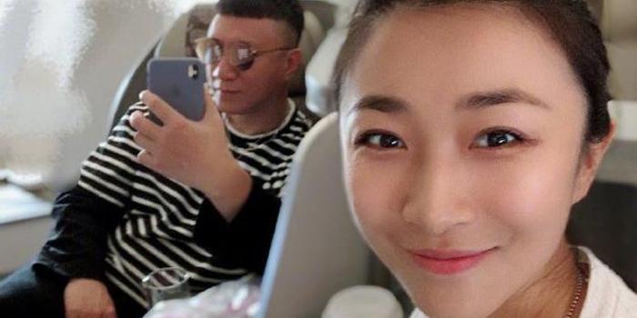 孫紅雷曬與嬌妻自拍合影 網友:還是熟悉的顏王