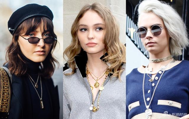 在Vintage风潮大热的2018年,硬币项链已经在时尚圈霸屏了。这款跟硬币大小、厚度不分上下的圆形金属坠饰,被称为Coin necklace。除了圆形之外,也有改良版的方形、矩形、不规则外观形。莉莉-罗斯-德普、卡拉-迪瓦伊等时尚界宠儿都是硬币项链的忠实粉丝,她们乔妹的运用叠搭法,妥妥地玩转超酷街头时髦风。