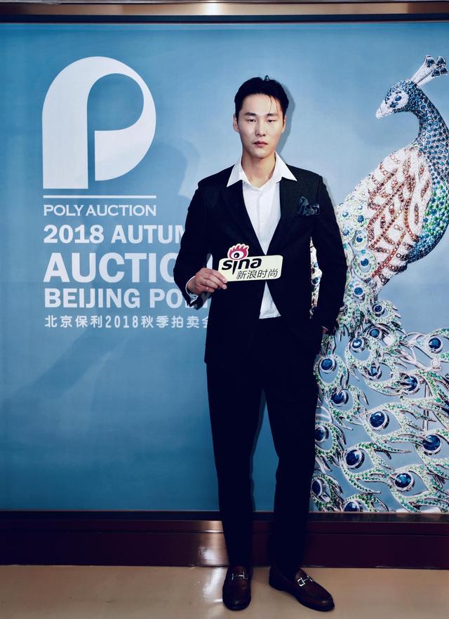 12月6日,北京保利秋季拍卖会VIP预展新浪时尚专场活动在北京四季酒店举行,超模李振受邀出席预展活动,与稀世罕见的臻宝零距离接触。