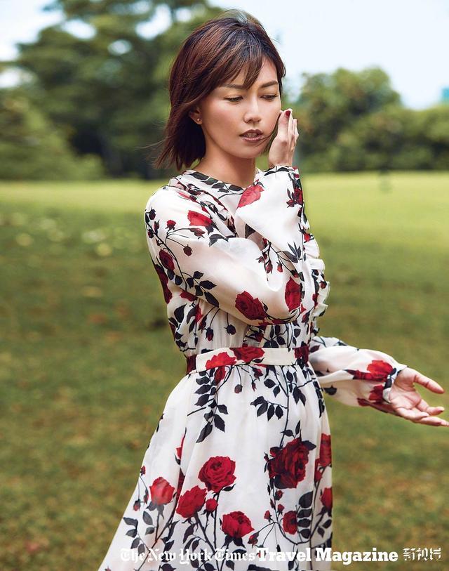 一组孙燕姿为新加坡杂志拍摄的写真大片曝光,孕妈孙燕姿转换多个场景、变换多套造型,尽显女人味。