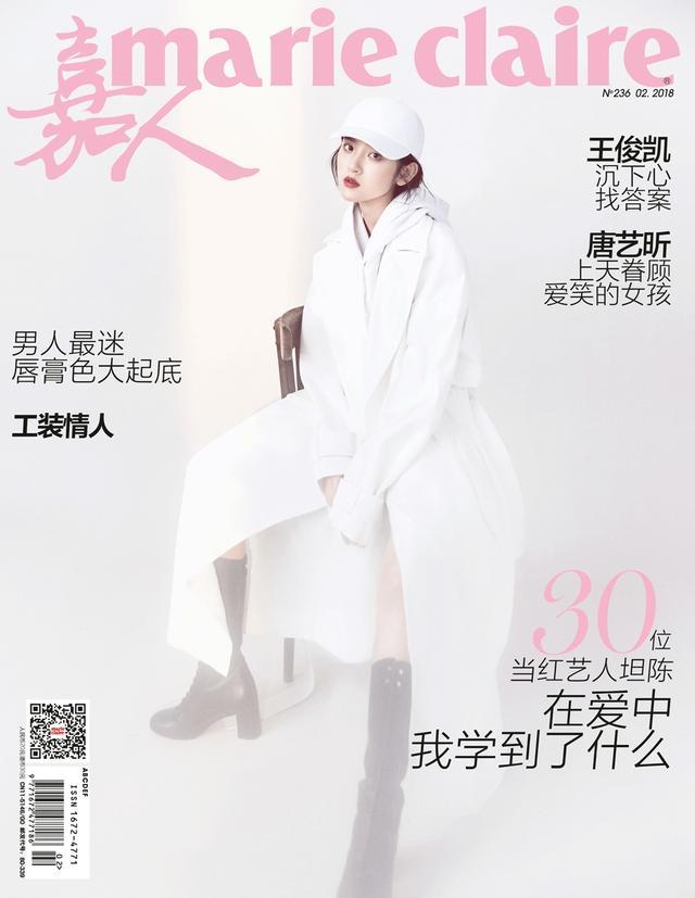唐艺昕登嘉人封面,自信从容,尽显女性优雅魅力风范,随性的姿势勾勒出姣好身材轮廓,冷峻的眼神和柔和的色调,看起来简单又有力量。