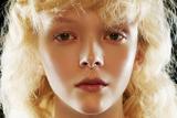 Dazed五月刊美妆特辑 两位超模联手演绎未来感满满的新妆容