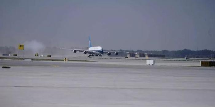 大興國際機場第一架試飛飛機9:29成功降落(圖)