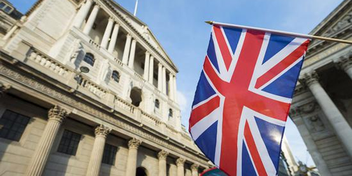 英國央行維持關鍵利率不變 兩官員意外投票支持降息