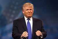 特朗普現身達沃斯年會 被懟為何不留在華盛頓