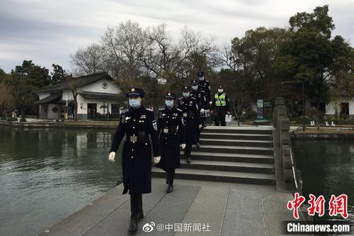 杭州西湖女子巡逻队重出江湖!额温枪成新设备